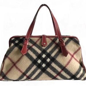 Burberry 博柏利经典酒红色皮质配格子毛呢手提包