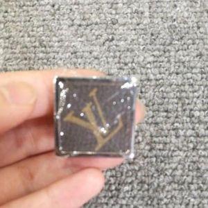 Louis Vuitton 路易·威登胸针