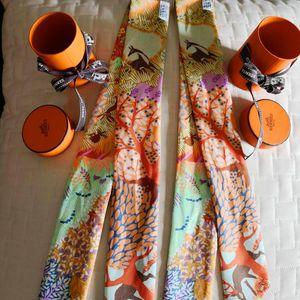 Hermès 爱马仕绑带丝巾