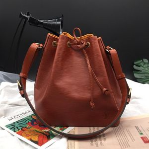 Louis Vuitton 路易·威登中号焦糖色桶单肩包