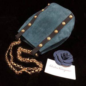 Ferragamo 菲拉格慕麂皮铆钉链条mini水桶单肩包