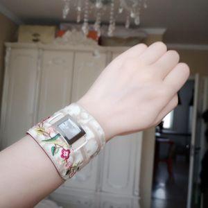 Dior 迪奥女士稀有款尖货老花刺绣重工护腕手镯式贝母石英镀金腕表