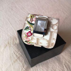 Dior 迪奥女士稀有款尖货老花刺绣重工护腕手镯式贝母石英镀金手表腕表
