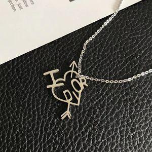 Dior 迪奥女经典字母一箭穿心镀金项链