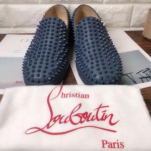 Christian Louboutin 克里斯提·鲁布托新款雾霾蓝全铆钉休闲鞋