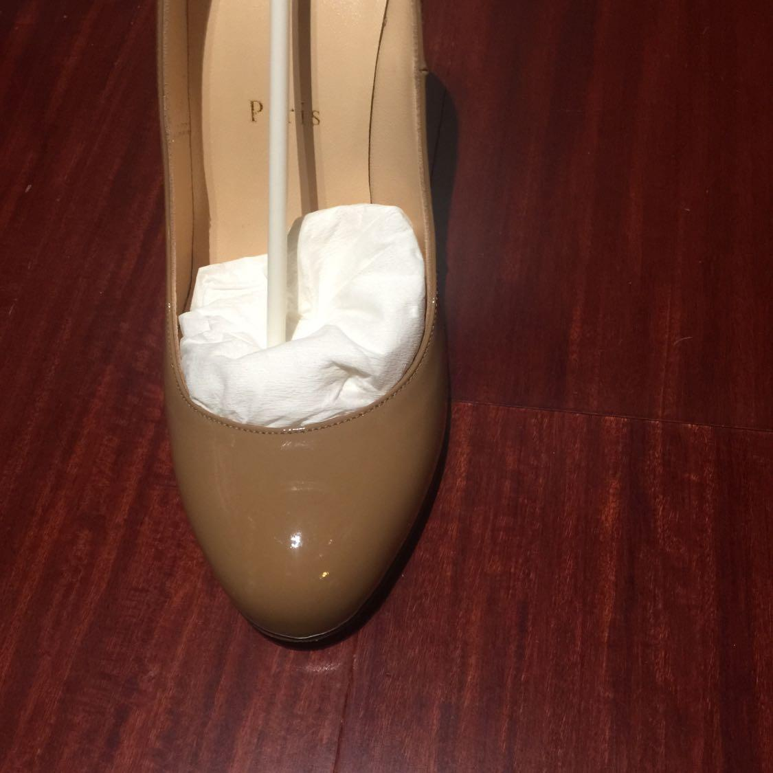 CL红底高跟鞋