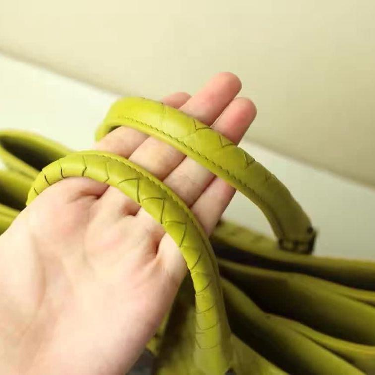 BV宝缇嘉芥末绿编织罗马包