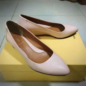 Fendi芬迪粉色坡跟皮鞋