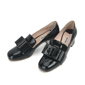 Miu Miu 缪缪漆皮黑色粗中跟鞋