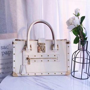 Louis Vuitton 路易·威登白色苏哈里手提包