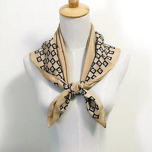 GIVENCHY 纪梵希经典logo设计真丝丝巾