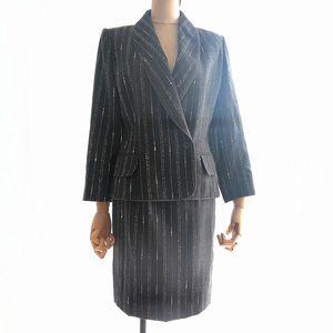 GIVENCHY 纪梵希YF04069赫本风深灰条纹修身复古西装套装套裙