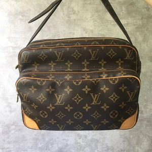 Louis Vuitton 路易·威登老花大号相机包