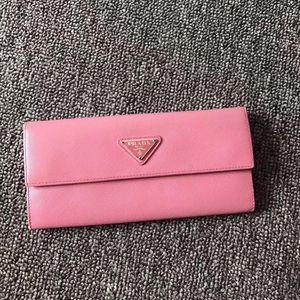 PRADA 普拉达粉色经典款三角标按扣多卡位钱包