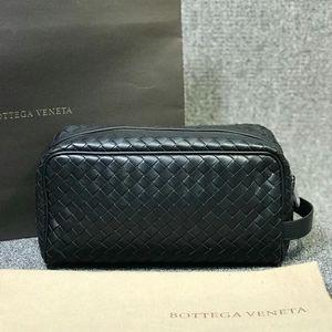 Bottega Veneta 葆蝶家黑色牛皮手拿包