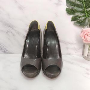 Bottega Veneta 葆蝶家灰色布拼皮黄色后跟浅口鱼嘴高跟鞋