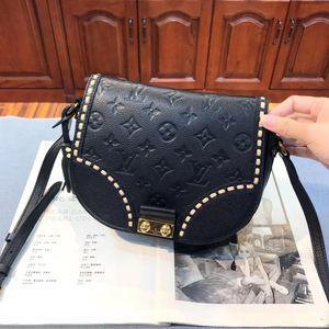 Louis Vuitton 路易·威登黑色全皮马鞍包