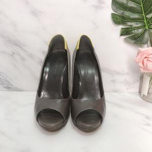 Bottega Veneta 葆蝶家灰色布拼皮黄色后跟浅口鱼嘴鞋