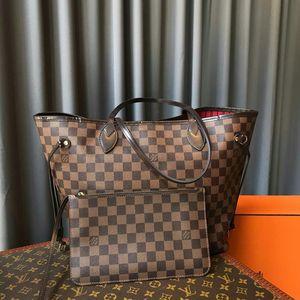 Louis Vuitton 路易·威登中号购物袋