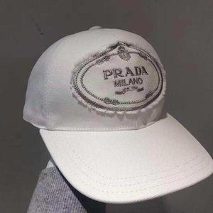 PRADA 普拉达帽子
