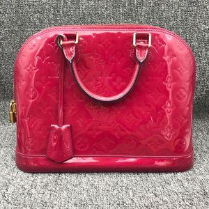 Louis Vuitton 路易·威登女士红色漆皮贝壳手提包