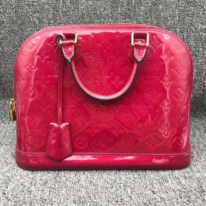 Louis Vuitton 路易·威登女士玫红色漆皮贝壳包