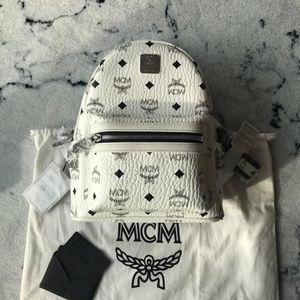 MCM 经典白色双肩包