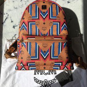 MCM 限量款男士条纹图案双肩背包