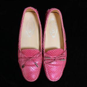 TOD'S 托德斯限量款樱花粉珠光蟒蛇皮豆豆鞋