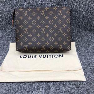 Louis Vuitton 路易·威登老花洗漱包手拿包