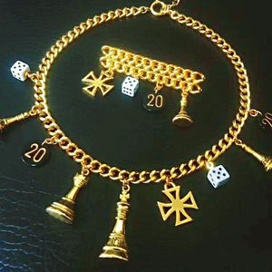 Moschino 莫斯奇诺限量款全包金项链胸针首饰套装