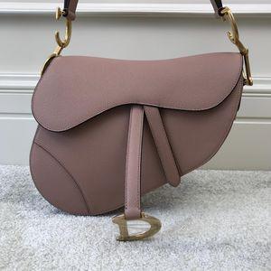 Dior 迪奥女士马蹄中号裸粉手提包