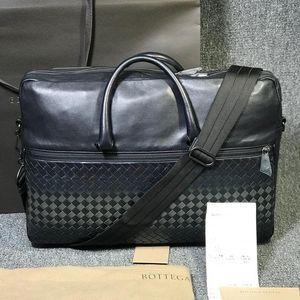 Bottega Veneta 葆蝶家黑色皮质时尚多功能手提公文包