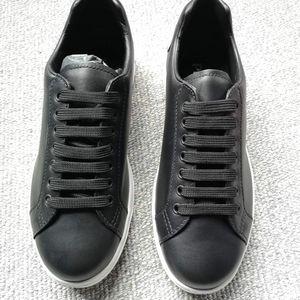 PRADA 普拉达男士黑色经典休闲鞋