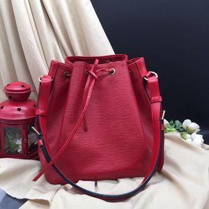 Louis Vuitton 路易·威登水波纹桶红色epi牛皮单肩包