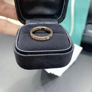 Tiffany & Co. 蒂芙尼玫瑰金三钻戒指