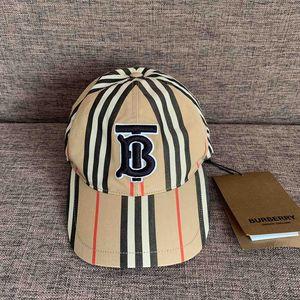 Burberry 博柏利TB棒球帽