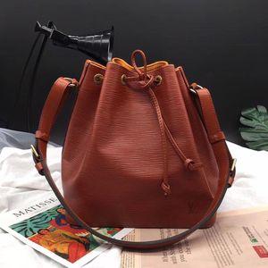 Louis Vuitton 路易·威登中号焦糖色epi牛皮水波纹单肩包
