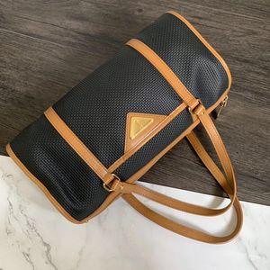 Yves Saint Laurent 伊夫·圣罗兰小桶包