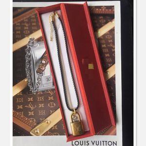 Louis Vuitton 路易·威登经典金属锁头吊坠