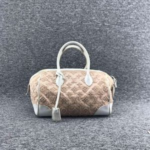 Louis Vuitton 路易·威登女士经典肉粉色漆皮拼蕾丝枕头手提包