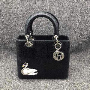 Dior 迪奥戴妃黑天鹅限量款手提包