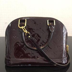 Louis Vuitton 路易·威登车厘子色贝壳小号手提包