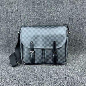 Louis Vuitton 路易·威登N41500 Chrisstopher黑色棋盘格双扣邮差包