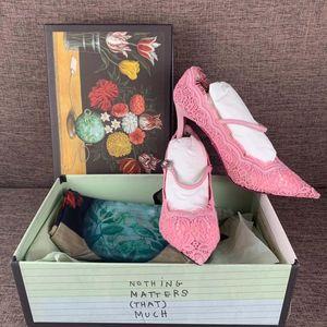 GUCCI 古驰粉色绸缎高跟鞋