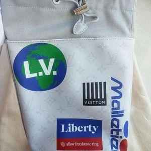 Louis Vuitton 路易·威登机车徽章限量款单肩包