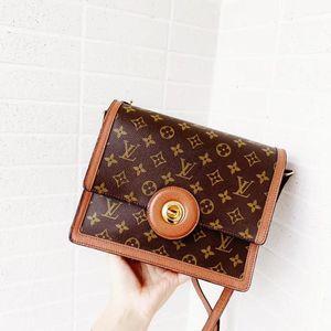 Louis Vuitton 路易·威登经典红皮圆环斜挎包