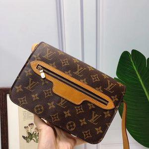 Louis Vuitton 路易·威登拉链款横版斜挎包