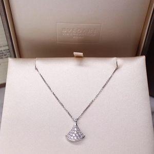 BVLGARI 宝格丽Diva's dream系列18k白金镶钻扇形吊坠项链