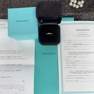 Tiffany & Co. 蒂芙尼经典钻石戒指